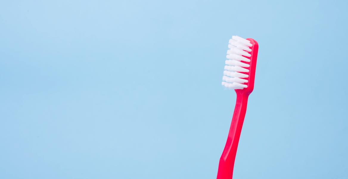 Comment nettoyer une gouttière dentaire?