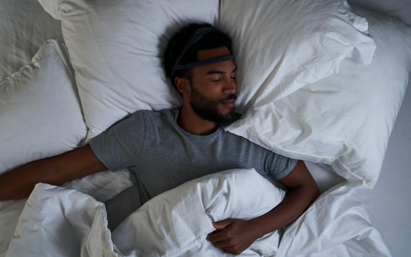 sommeil réparateur homme seul